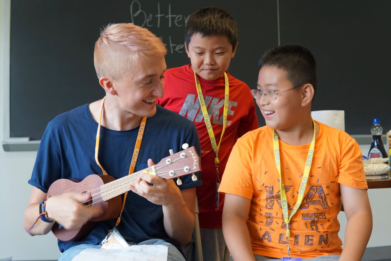 English Immersion Pioneers: Learning English Through Music