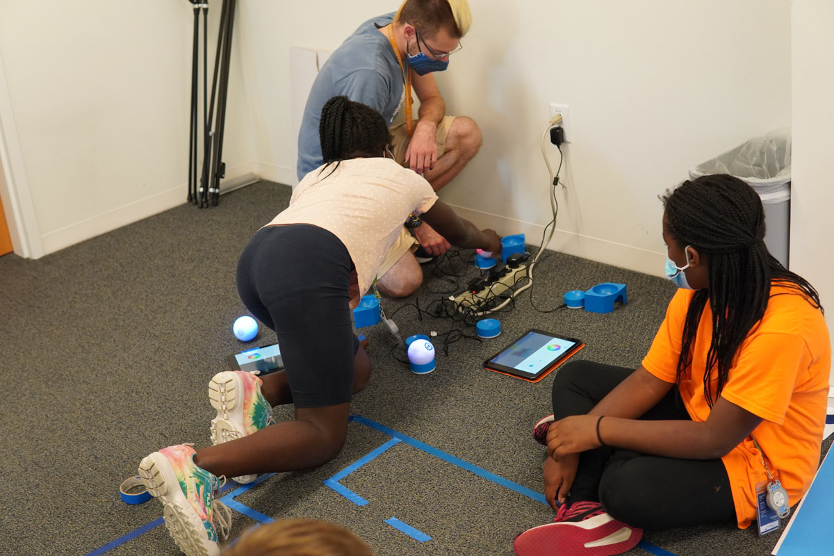 Students and Instructor asking questions about sphero