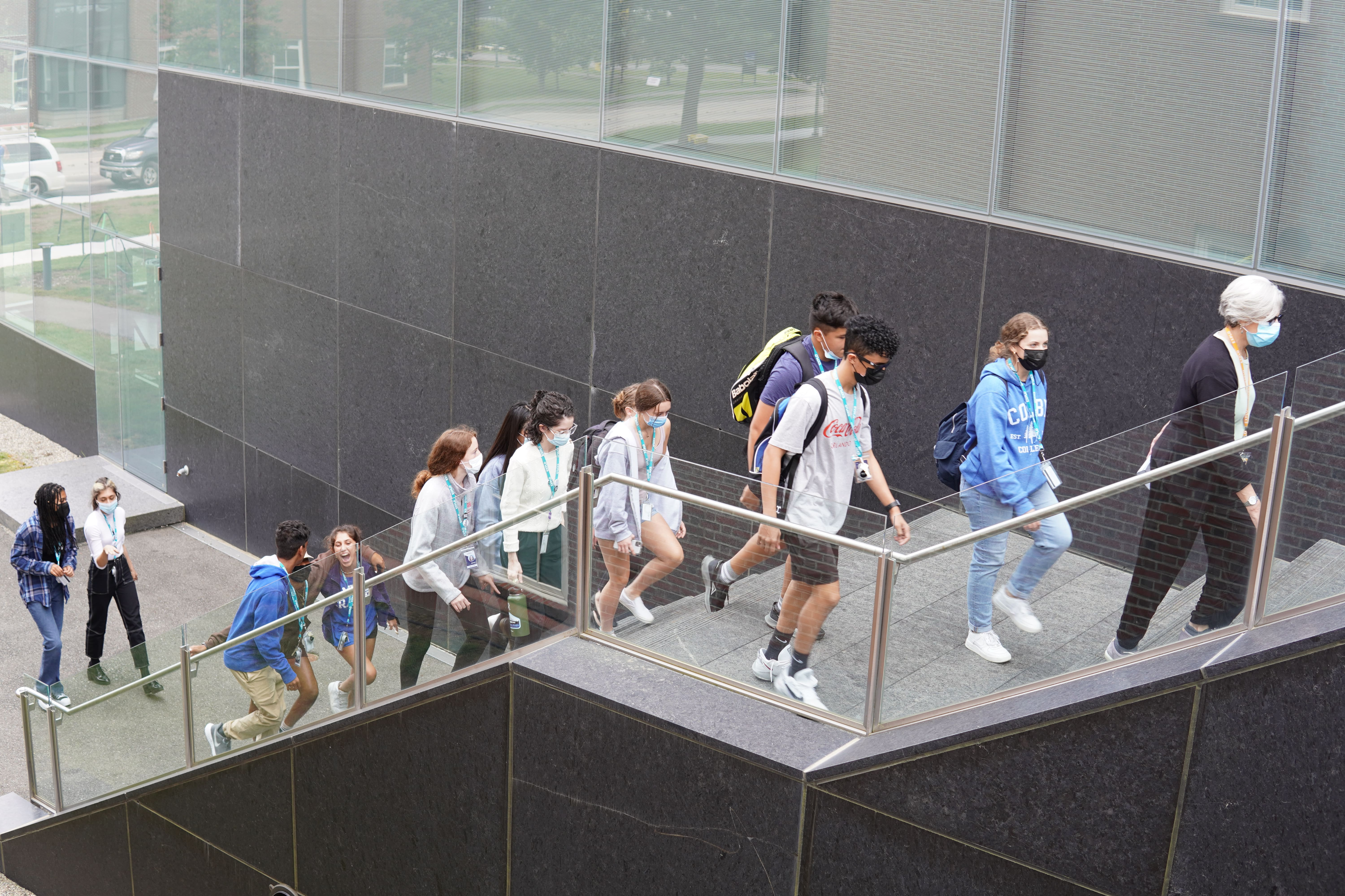 Lead Instructor Rosalind Kaplan leads students up the steps to the entrance of the Colby College Museum of Art