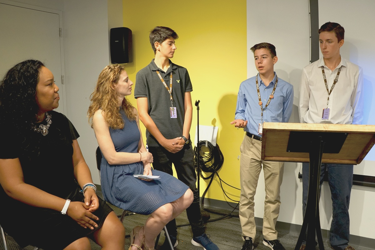 We Mean Business: Startup Entrepreneurship Students Pitch to Boston Innovators